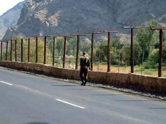 Участок армяно-азербайджанской границы, фото с сайта uni-muenchen.de