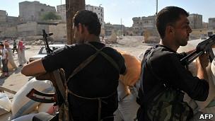 Поступают сообщения о том, что в районе Старого города Алеппо идут тяжелые бои. К городу стягиваются правительственные войска