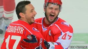 В августе Ковальчук (слева) принял участие в благотворительном матче в Москве