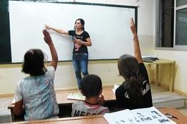 Урок курдского языка в школе в Дерик