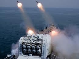 Китайский эсминец серии 052 выполняет стрельбы. Кликните для увеличения
