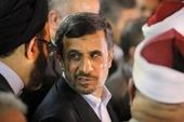 5 февраля 2013: Президент Ирана Махмуд Ахмадинежад посещает пресс-конференцию с египетскими суннитскими священнослужителями в штабе Al-Azhar в Каире, Египет. Самый знаменитый мусульманский священнослужитель Египта, шейх al-Azhar, предупредил иранского президента Махмуда Ахмадинежада против вмешательства в арабские страны Залива или попытки распространить шиитское влияние.  (AP)