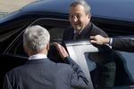 Чак Хейгел приветствует Эхуда Барака в Пентагоне