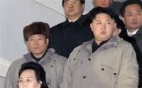 Чанг Сонг Тэк (в шапке) рядом с северокорейским лидером Ким Чен Ыном. Фото: AP