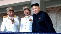 Лидер Северной Кореи Ким Чен Ын со старшими офицерами корейской народной армии во время подготовки к запуску спутников. (AP)