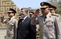 Генерал Абдель-Фаттах аль-Сиси на фото справа от президента Мурси