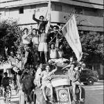 Евреи в Тель-Авиве отмечают создание нового государства в мае 1948 года