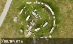 Фотоснимок Стоунхенджа с воздуха показывает коричневые пятна травы, где располагались камни, которые могут завершить круг.