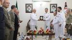 Итальянский контр-адмирал Роберто Чиа Марселла (CL) и Командующий ВМС Ирана контр-адмирал Хабиболла Сайяри (CR) во время встречи в иранской столице, Тегеране, 5 сентября 2016 года