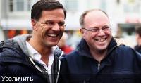 Голландский премьер Марк Рютте, слева, сталкивается с трудной задачей по сохранению своей работы