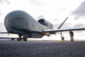 21 ноября 2019 года, военно-морская авиационная станция Сигонелла, Италия - первый RQ-4D НАТО прибыл в Европу.