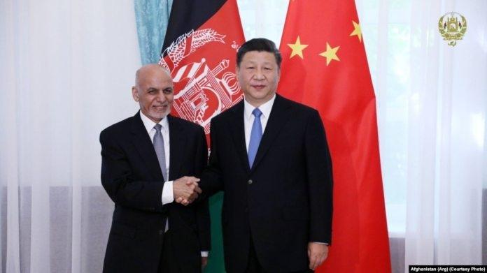 Премьер-министр Китая Си Цзиньпин и президент Афганистана Ашраф Гани в Кыргызстане в июне 2019 года.