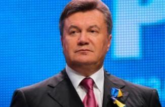 поддержать Виктора Януковича
